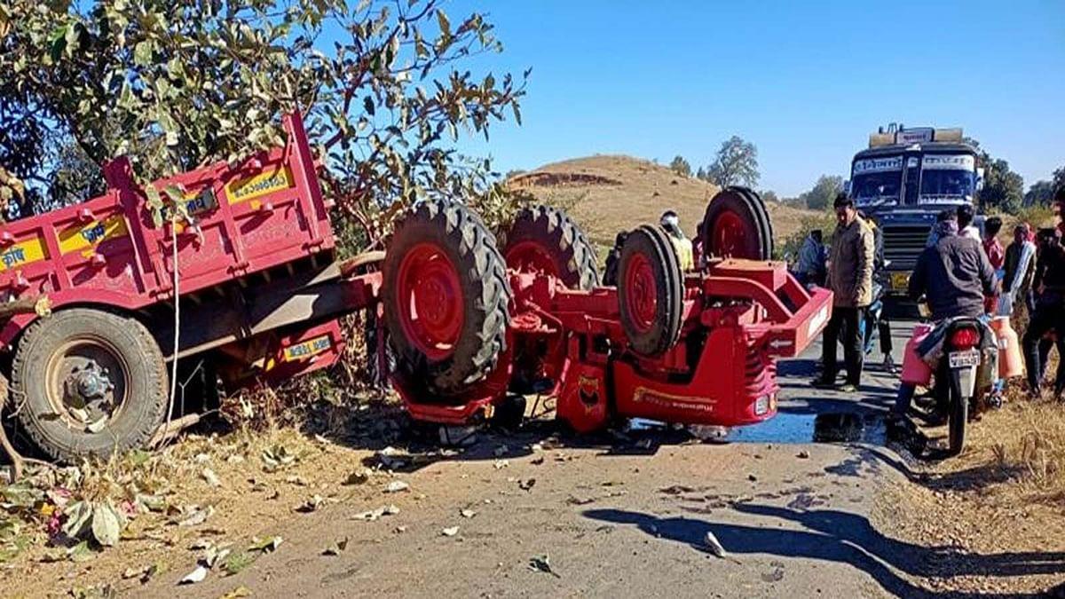 छिंदवाड़ा: मनकू घाटी के पास अनियंत्रित होकर पलटी ट्रैक्टर ट्राली, कई घायल