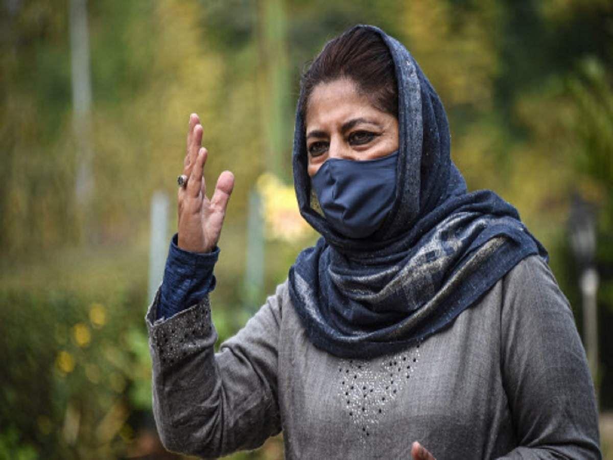 हिरासत में लिये गये पीडीपी नेता पारा, नहीं मिली शपथ ग्रहण की इजाजत: महबूबा