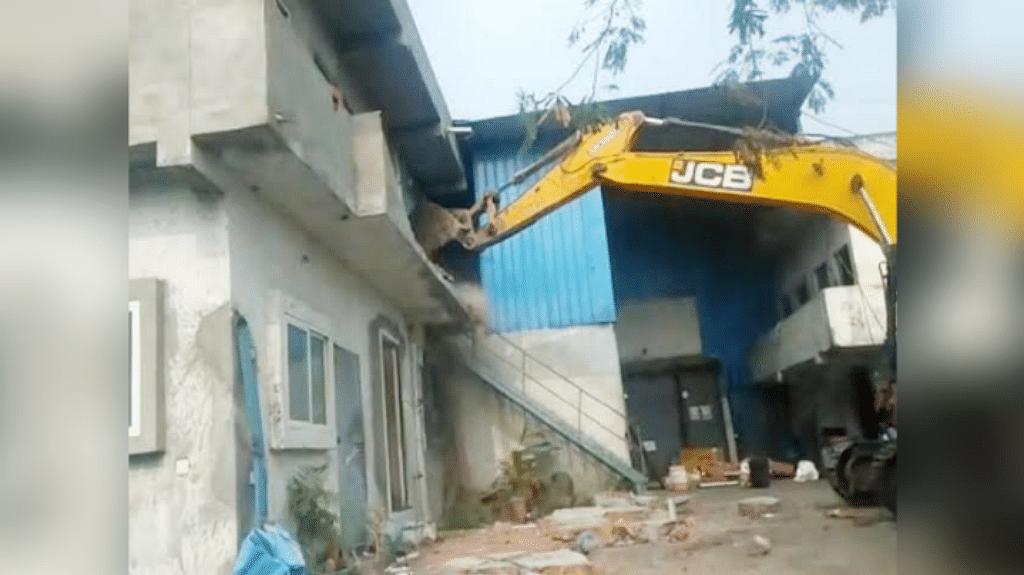 इंदौर: मिलावट की चिप्स फैक्ट्री पर चला बुलडोजर, प्रशासन की बड़ी कार्रवाई
