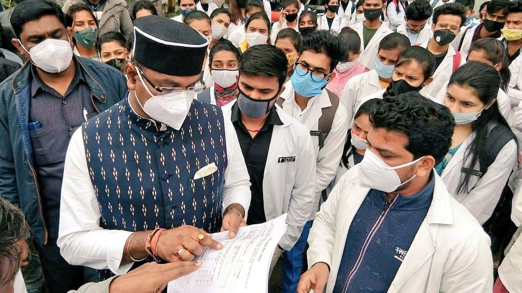 शहर में क्षेत्रीय निरीक्षण पर निकले चिकित्सा शिक्षा मंत्री सारंग, की चर्चा