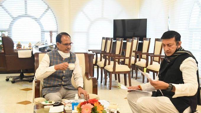 भोपाल: CM चौहान ने निवेश प्रोत्साहन मंत्री राजवर्धन सिंह से की चाय पर चर्चा