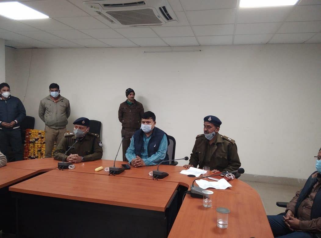 ग्वालियर : ऊर्जा मंत्री ने पुलिस अधिकारियों को किया सम्मानित