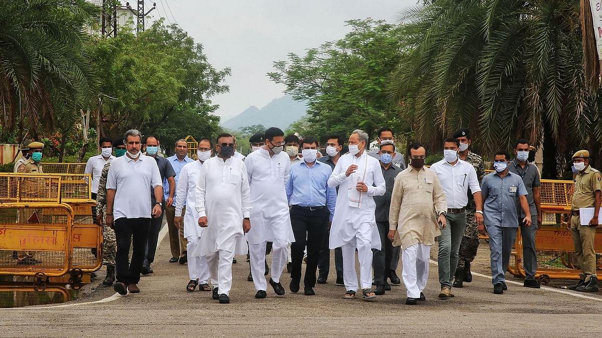 जयपुर : किसान आंदोलन के समर्थन में कांग्रेस विधायकों का जयपुर में धरना शुरु