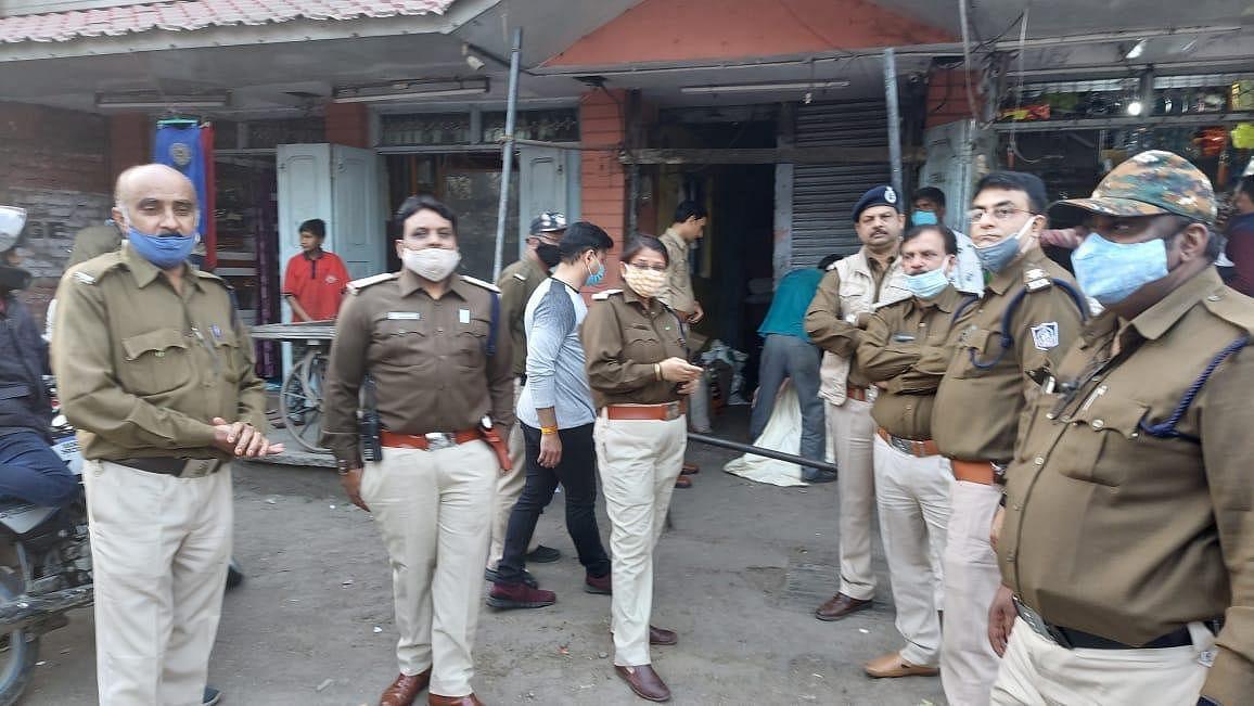 कलेक्टर श्री मनीष सिंह के निर्देश पर आबकारी विभाग ने चलाया तलाशी अभियान