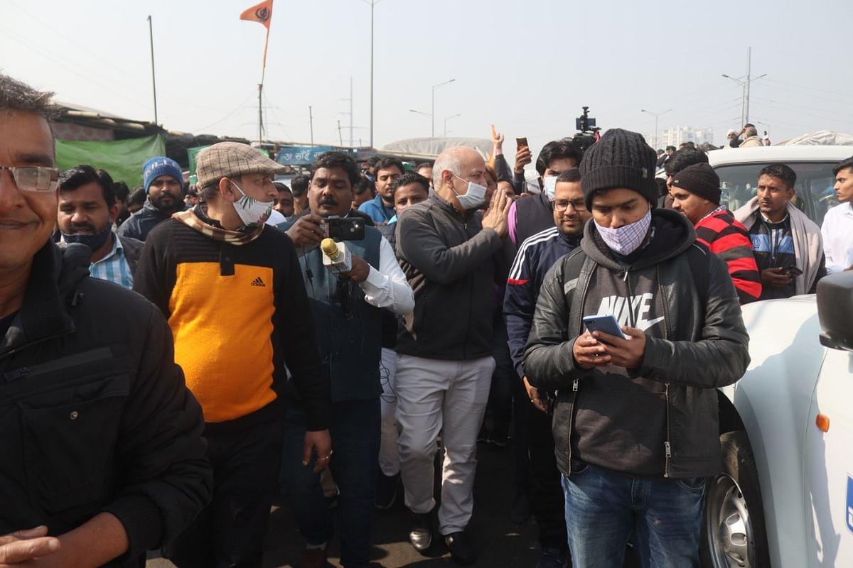 दिल्ली: गाजीपुर बॉर्डर पर BKU के नेता राकेश टिकैत से मिले डिप्टी CM सिसोदिया
