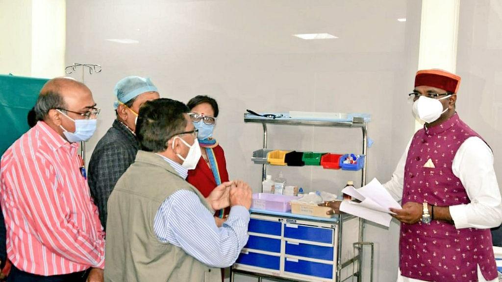 मंत्री विश्वास सारंग ने GMC में कोविड वैक्सीनेशन की प्रक्रिया का लिया जायजा