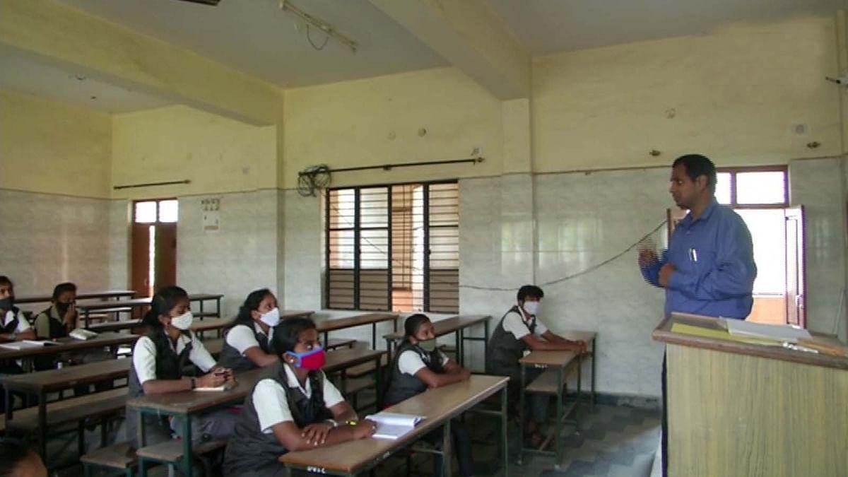 नए साल की पहली तारीख से आज इन राज्यों में फिर से खुले स्कूल