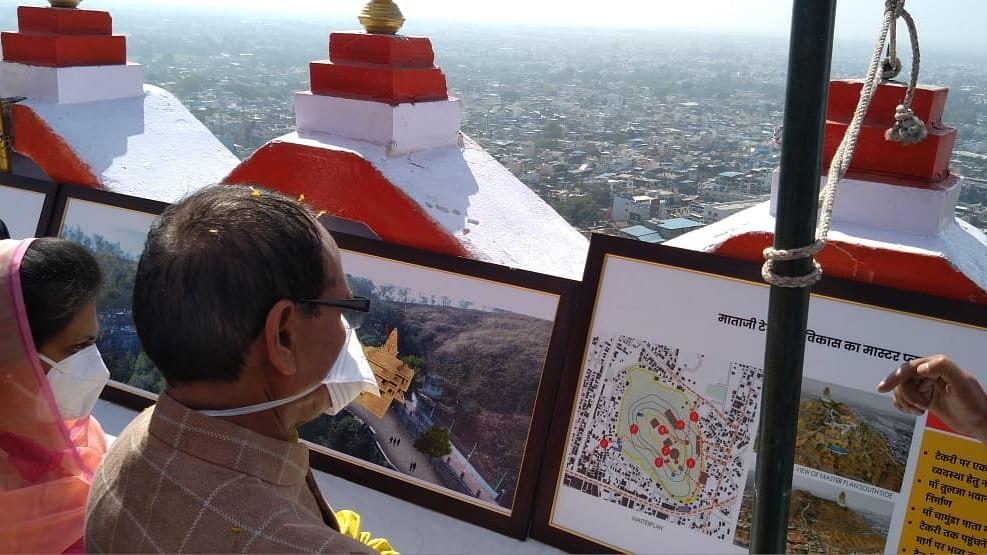 देवास पहुंचे CM चौहान, माँ तुलजा भवानी मंदिर के विकासकार्यों का किया अवलोकन