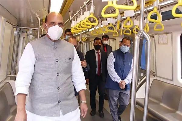 रक्षामंत्री ने किया देश की पहली 'मेक-इन-इंडिया' चालक रहित मेट्रो का उद्घाटन