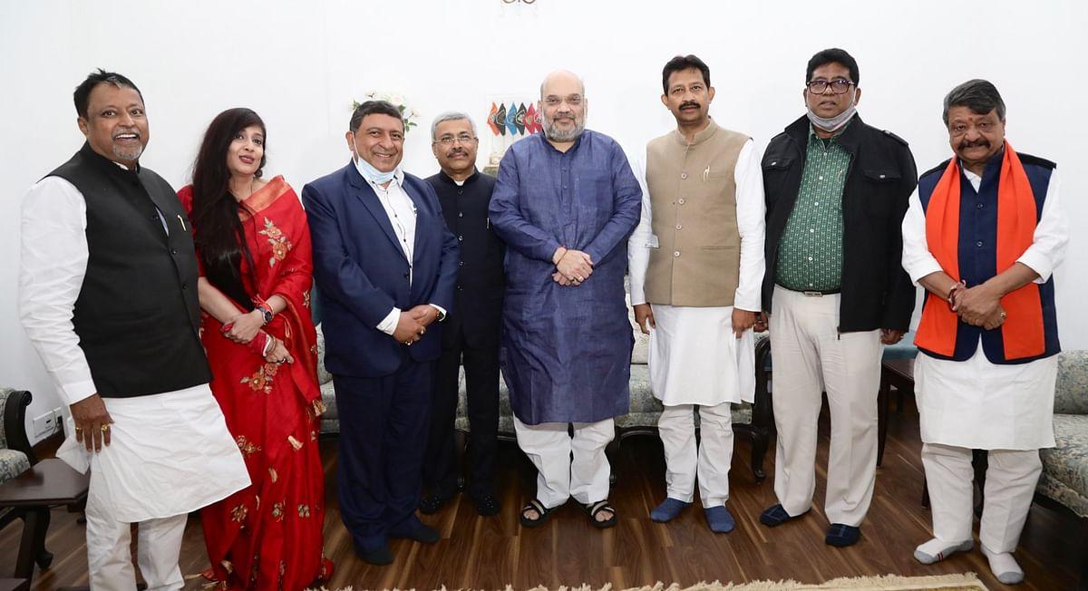 बंगाल गए बगैर अमित शाह ने दिया ममता को बड़ा झटका, 5 नेता बीजेपी में शामिल