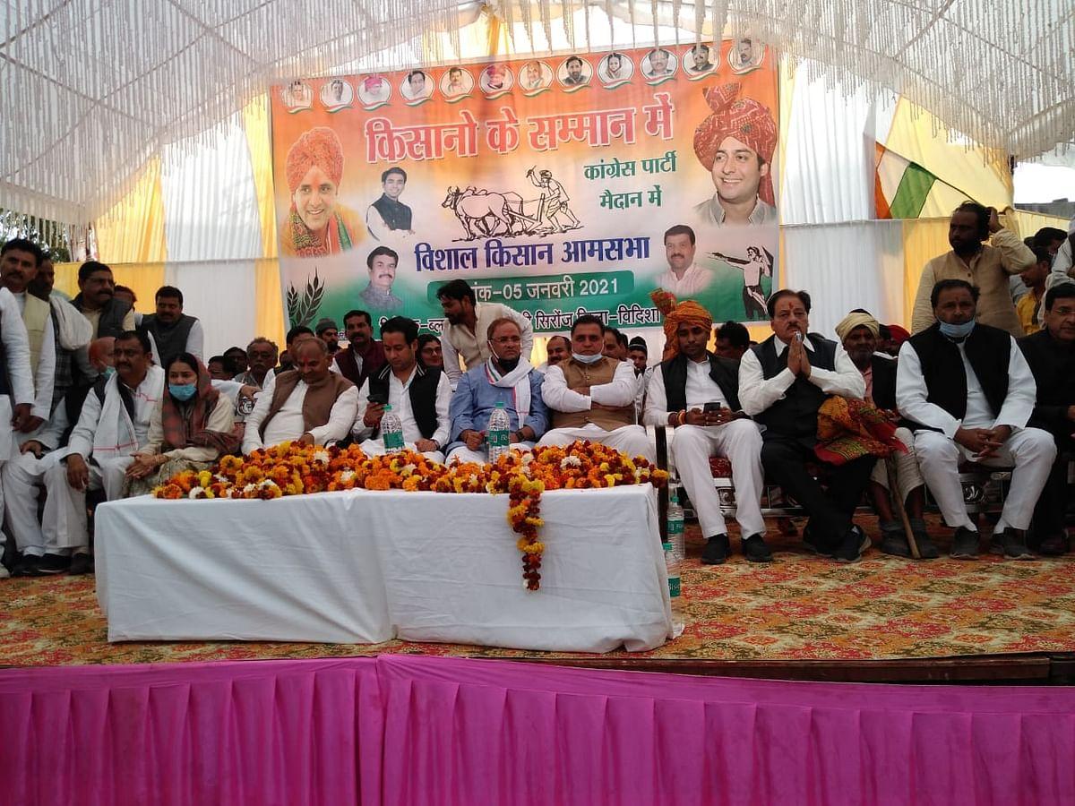 किसान विरोधी कृषि कानून के विरोध में कांग्रेस ने किया किसान सम्मेलन