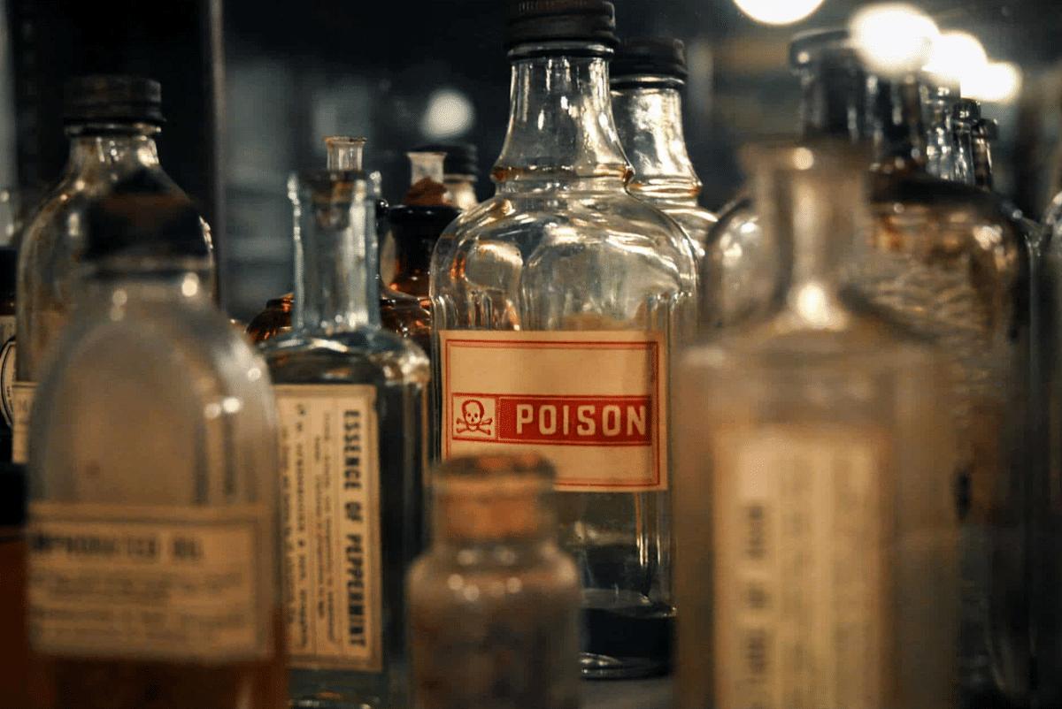 जहरीली शराब : ग्रामीण इलाकों में कच्ची शराब का कारोबार बड़े पैमाने पर