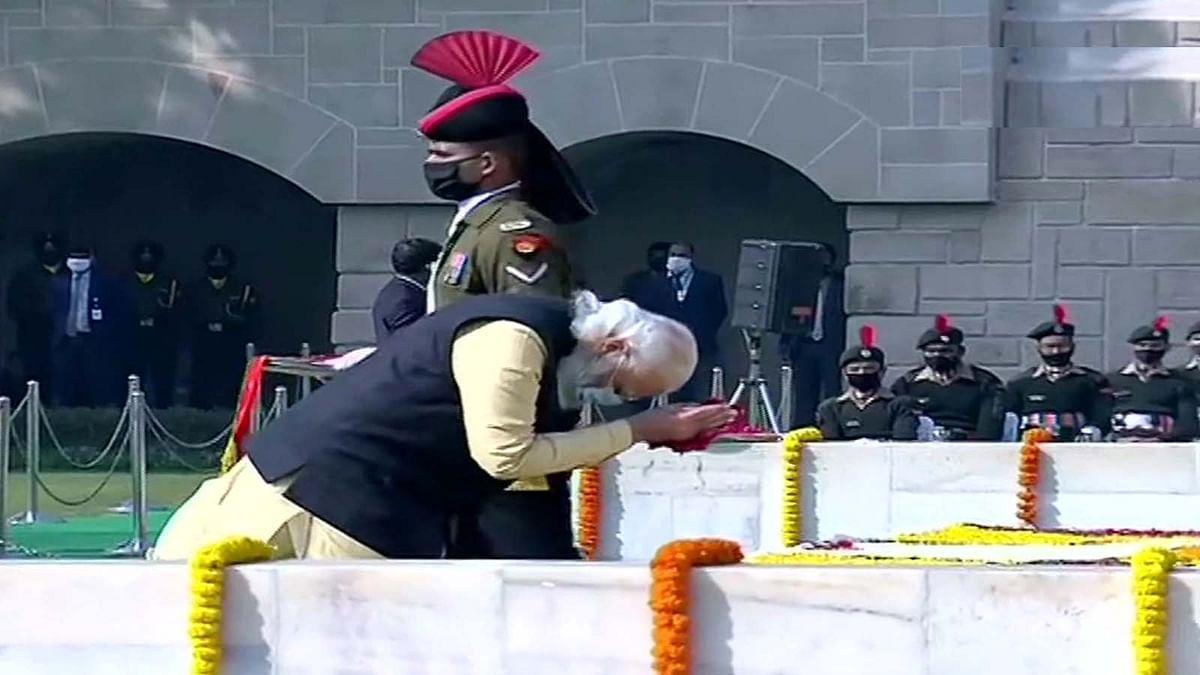 महात्मा गांधी को PM मोदी ने किया नमन