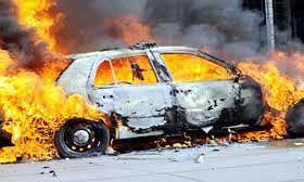 निजी चैनल के संवाददाता के घर के सामने खड़ी गाड़ियों में आगजनी