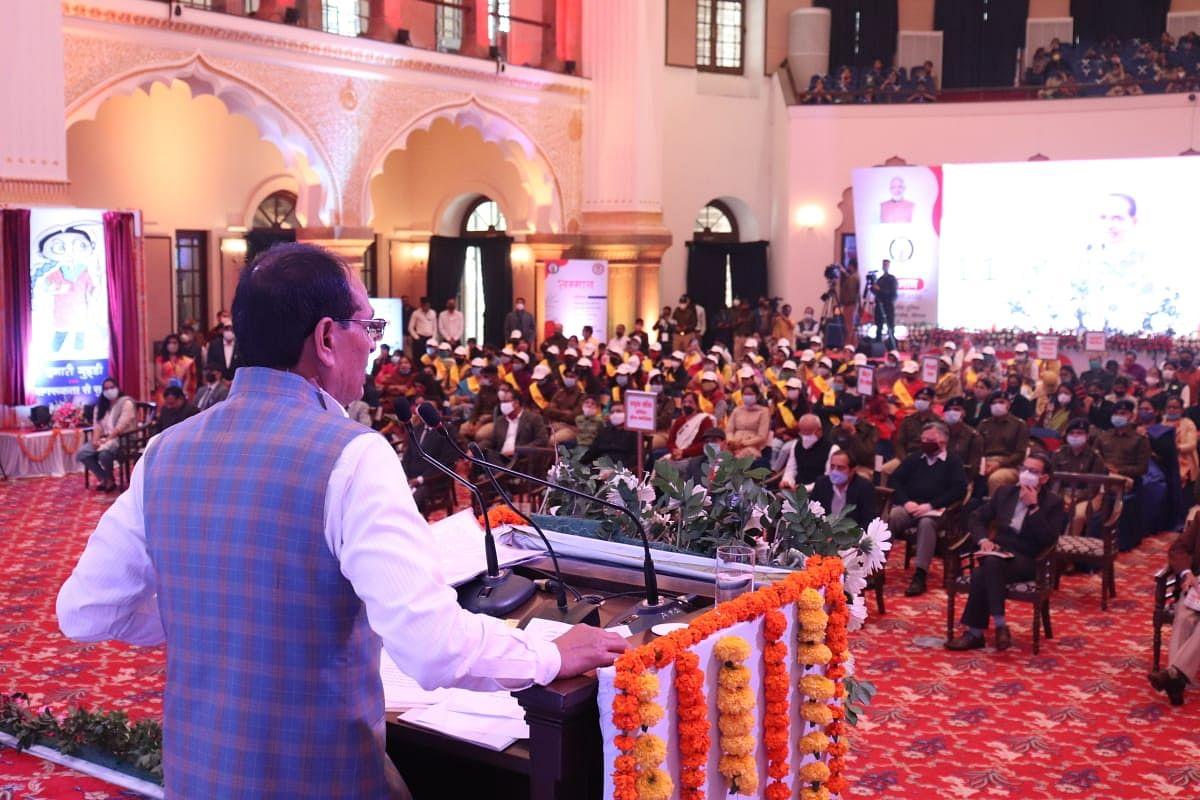 लड़कियों की शादी की उम्र 21 साल होनी चाहिए, इस पर समाज में हो सार्थक बहस: CM
