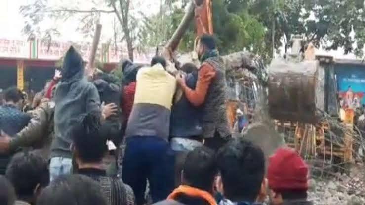 उत्तर प्रदेश: गाजियाबाद के मोदीनगर में श्मशान घाट की छत गिरने से बड़ा हादसा