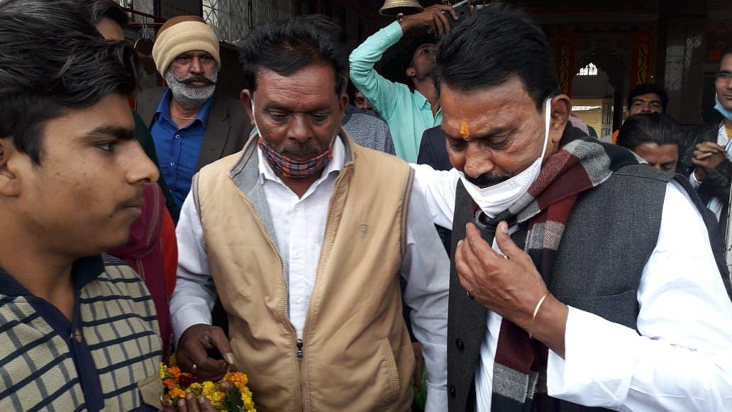 भोपाल: लालघाटी पहुंचकर मंत्री सिलावट ने सिंधिया समर्थक रवि से की मुलाकात