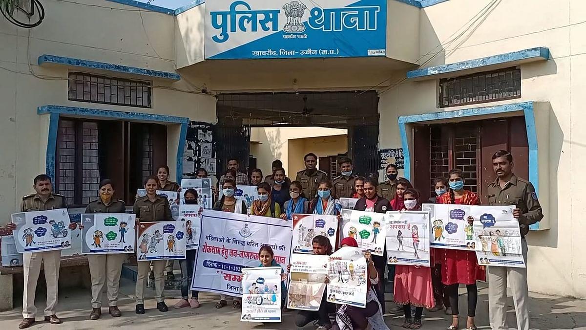 कालेज स्कूल की छात्राओं को महिला अपराध के प्रति जागरूक कर रही खाचरौद पुलिस
