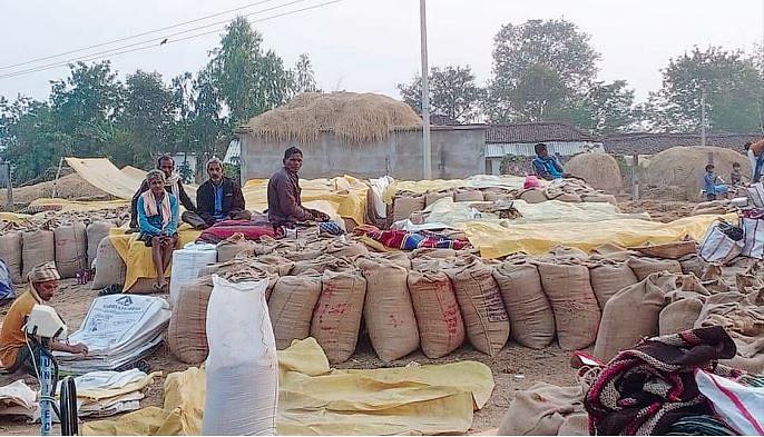 शहडोल : धान खरीदी केन्द्र में मची धांधली