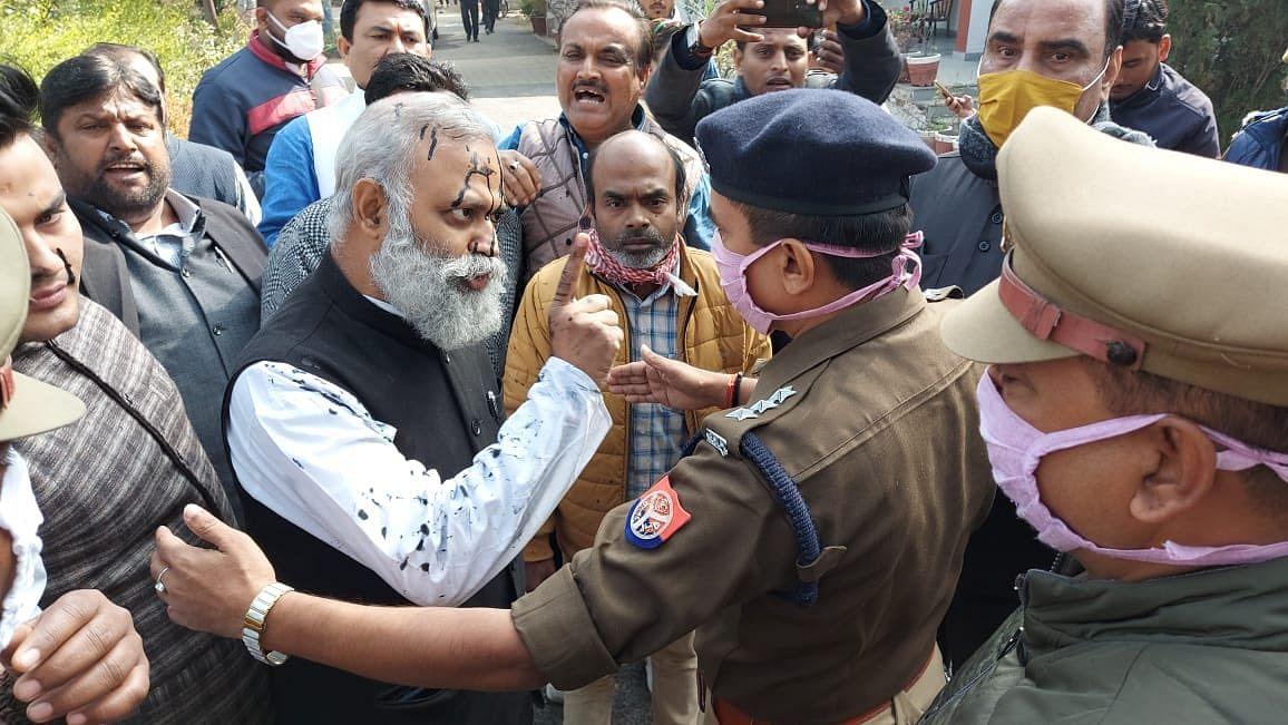 रायबरेली में MLA सोमनाथ भारती पर हमला- आप नेताओं के निशाने पर योगी सरकार