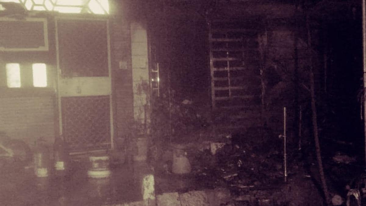 दिल्ली के रोहिणी में अमेजन स्टोर में अहले सुबह से भभकी भीषण आग