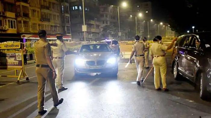 केरल में पिनाराई सरकार ने की नाईट कर्फ्यू की घोषणा