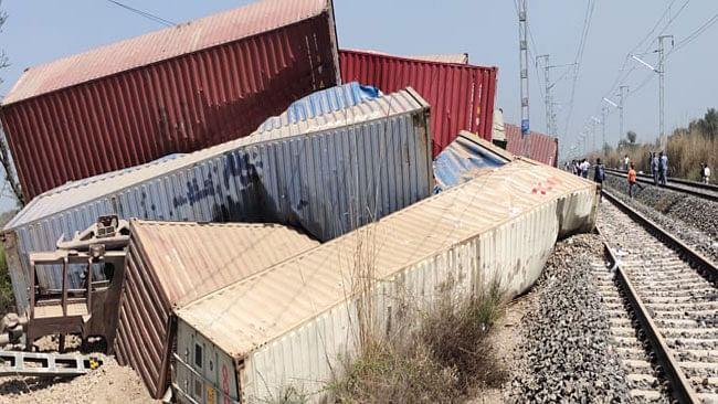 हरियाणा : नारनौल में मालगाड़ी पलटने से बड़ा हादसा, 39 डिब्बे क्षतिग्रस्त