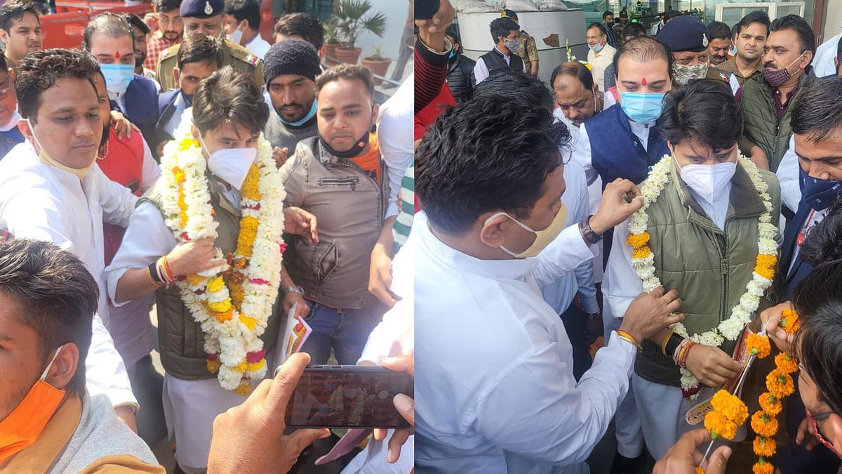भोपाल: अपने सरकारी आवास पर पहुंचे सिंधिया, कार्यकर्ताओं ने किया भव्य स्वागत