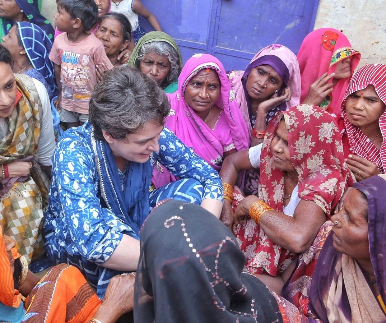 प्रियंका गांधी ने बसवार गांव पहुंच मछुआरों का दर्द सुना
