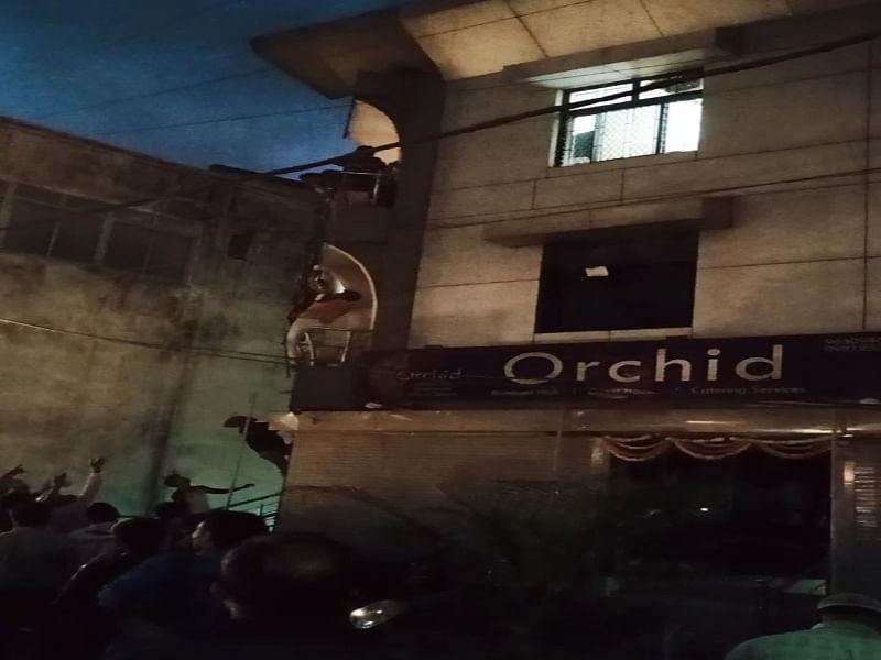 सिलेंडर लीकेज से बिल्डिंग में लगी आग, रेस्क्यू कर 32 लोगों को सकुशल निकाला