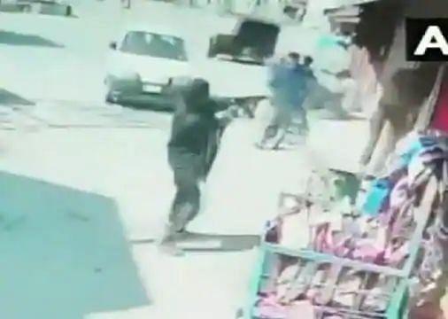 श्रीनगर : आतंकियों ने खुलेआम की पुलिसकर्मियों पर फायरिंग, दो जवान शहीद