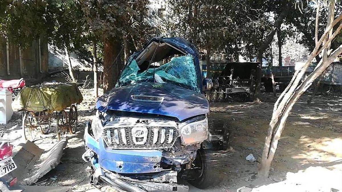 जबलपुर में हादसा: फ्लाईओवर से रेलिंग तोड़कर नीचे गिरी स्कॉर्पियो, 3 की मौत