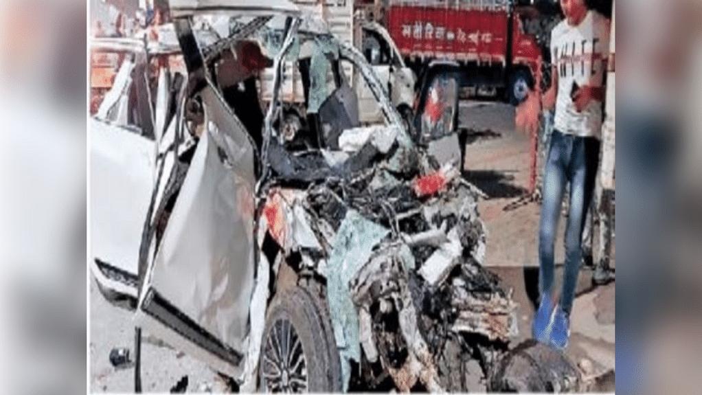 इंदौर में सड़क हादसा, तेज रफ्तार कार खड़े डंपर में घुसी, 6 की दर्दनाक मौत