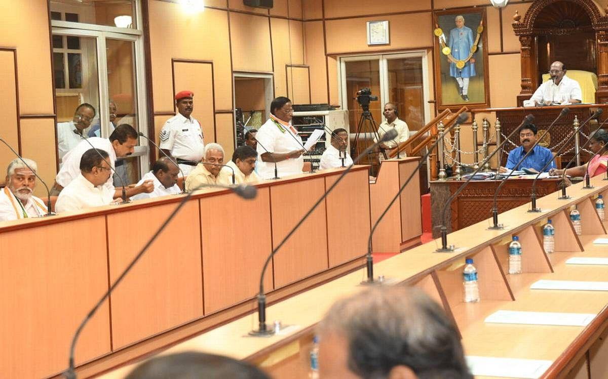 पुड्डुचेरी में कांग्रेस सरकार अल्पमत में