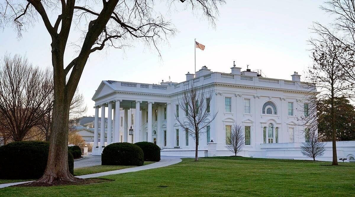 ईरान पर जारी प्रतिबंधों को कम करने की योजना नहीं : व्हाइट हाउस
