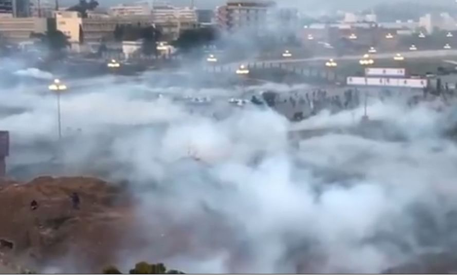 मुलाजिमों से घिरी पाकिस्तान की राजधानी इस्लामाबाद, आंसू गैस छोड़ मारे लट्ठ