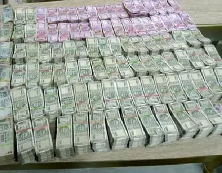 कांग्रेस MLA डागा के ठिकानों पर आयकर विभाग की रेड, अब तक 8 करोड़ रुपए जब्त