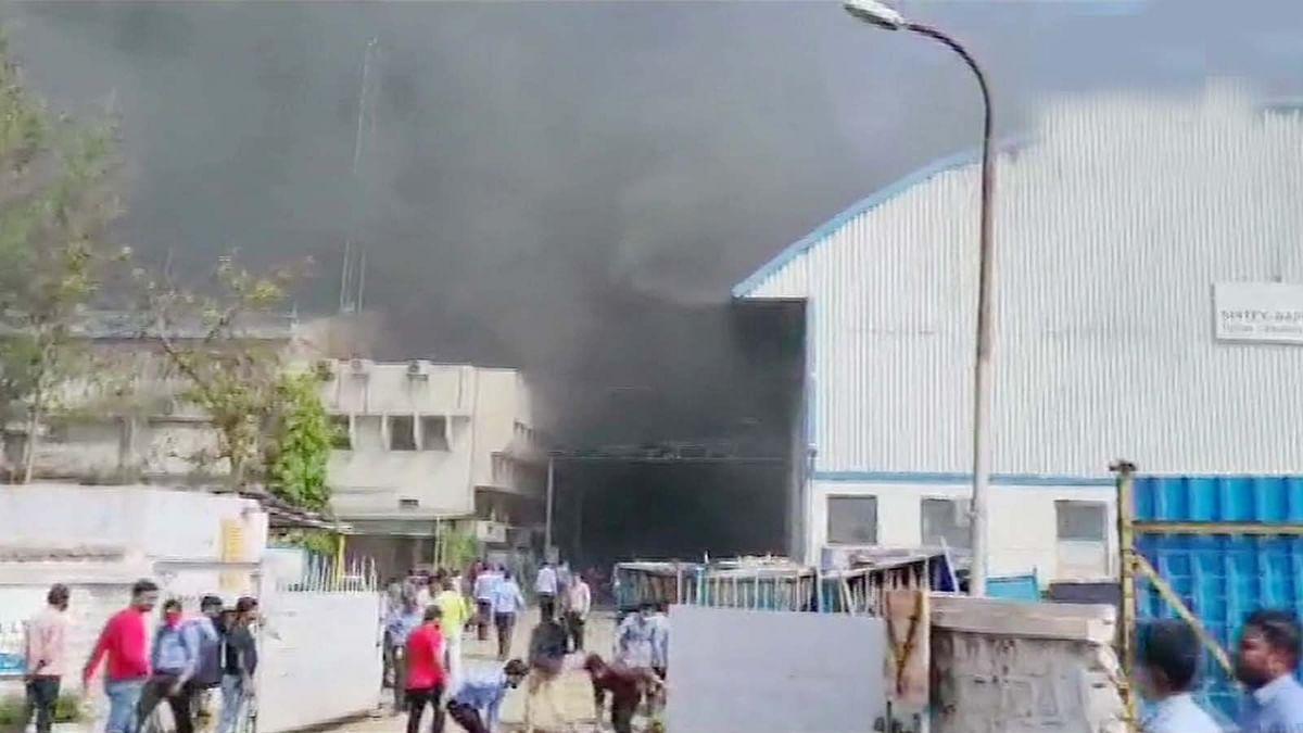 महाराष्ट्र के पुणे में फैब्रिक निर्माण की फैक्ट्री में लगी भीषण आग