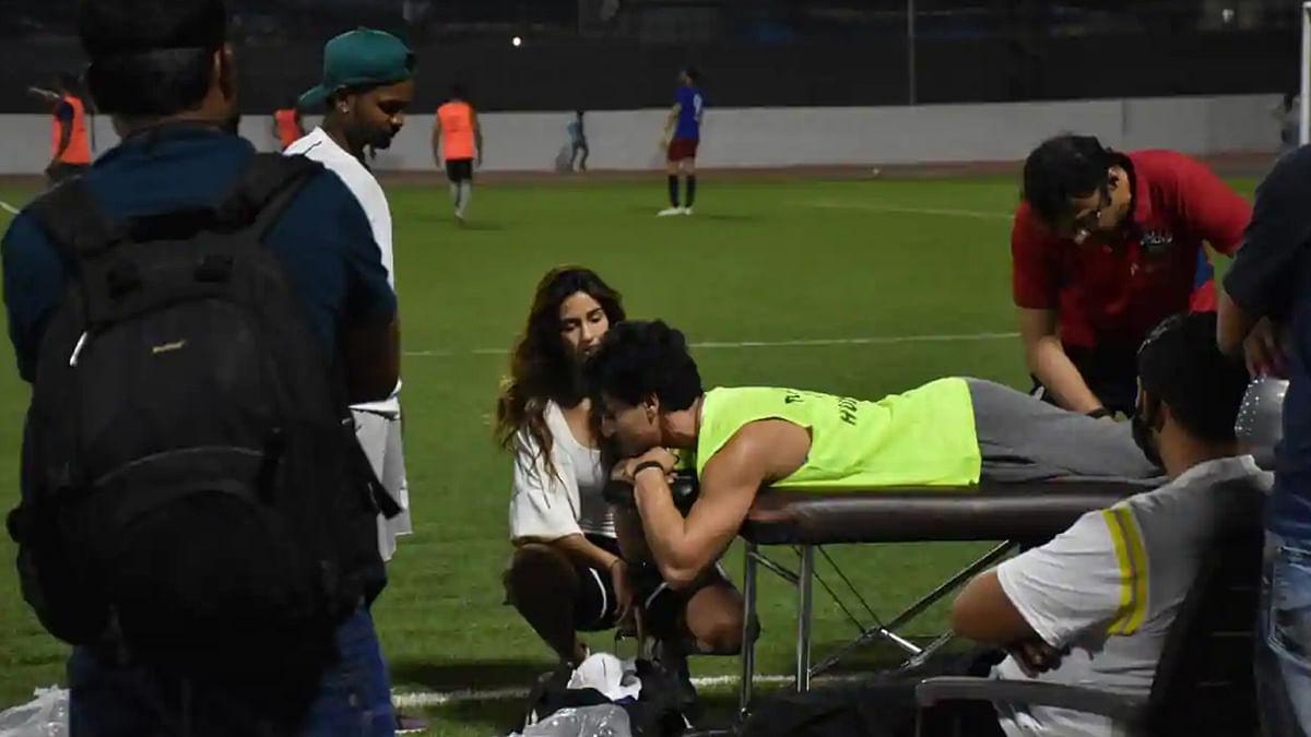 फुटबॉल खेलते हुए टाइगर श्रॉफ को लगी चोट