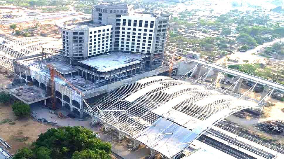 अहमदाबाद में 750 करोड़ रूपये में रीडेवलपमेंट किया गया होटल या रेलवे स्टेशन?