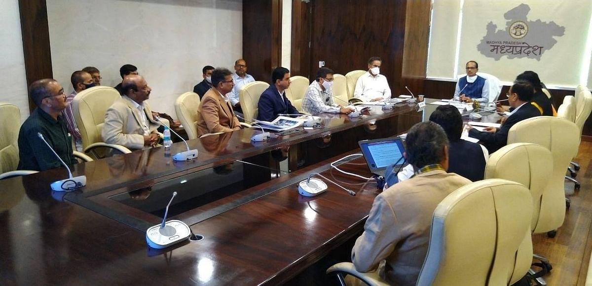 भोपाल : शिवराज से उद्योगों की स्थापना के लिए उद्योगपतियों ने की भेंट