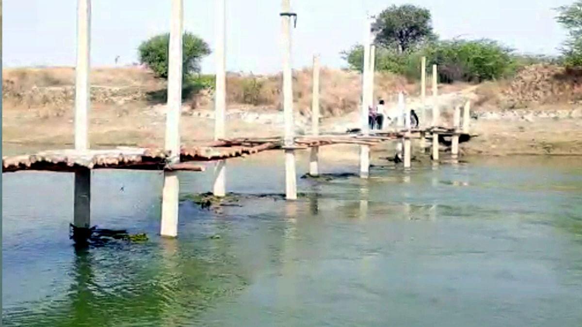 उत्तर प्रदेश : एकता की मिसाल कायम करते हुए रिन्द नदी पर बना डाला पुल
