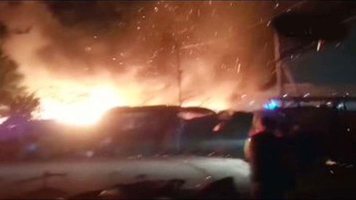 दिल्ली: ओखला इलाके में एक फैक्ट्री में भभकी भीषण आग से लाखों की संपत्ति खाक