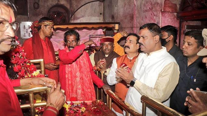 मंत्री मिश्रा ने दौरे के दौरान किए देवी माँ तारा के दर्शन, लिया आशीर्वाद