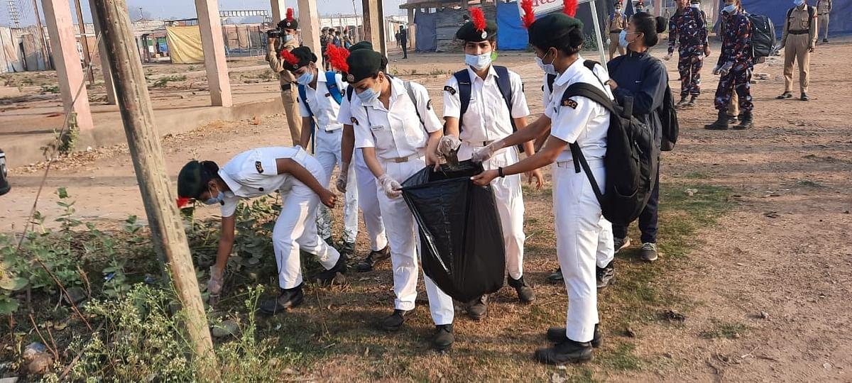 ग्वालियर : एनसीसी कैडेटों ने मेला ग्राउंड में चलाया स्वच्छता अभियान