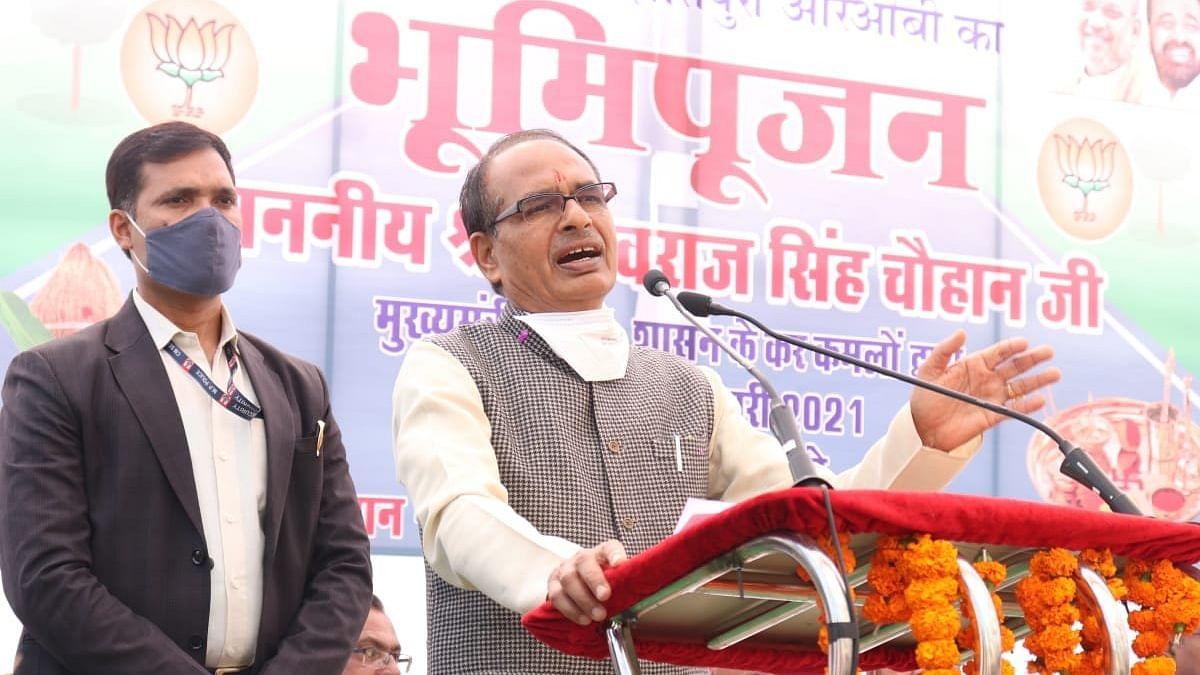 कैबिनेट मंत्री सारंग के साथ सीएम शिवराज ने रेलवे ओवर ब्रिज का किया भूमिपूजन