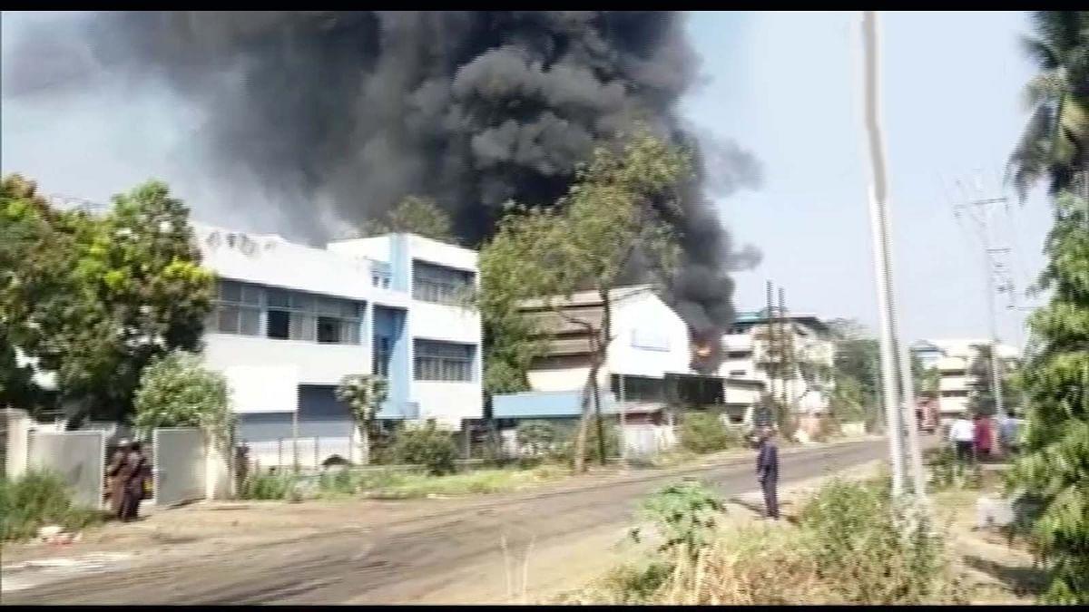 महाराष्ट्र के नवी मुंबई में रासायनिक कारखाने में आग ने मचाया तहलका