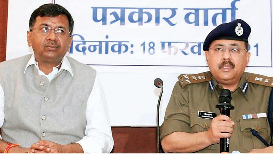 इंदौर : एक दर्जन पुलिस टीम भू माफियाओं के ठिकाने पर पहुंची