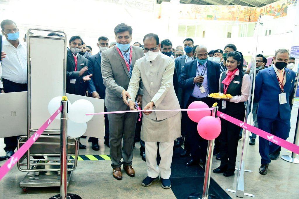 भोपाल: CM शिवराज ने फ्लाय बिग कंपनी की अहमदाबाद फ्लाइट का किया शुभारंभ