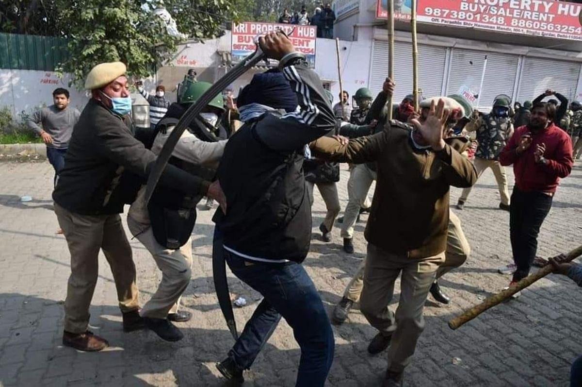 सिंघु बॉर्डर पर दिल्ली पुलिस के SHO पर प्रदर्शनकारी का तलवार से हमला